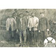German Prisoners of War, thought to be at Monkhams Farm or the Knighton estate, Woodford Green, about 1918. © Redbridge Information & Heritage P578